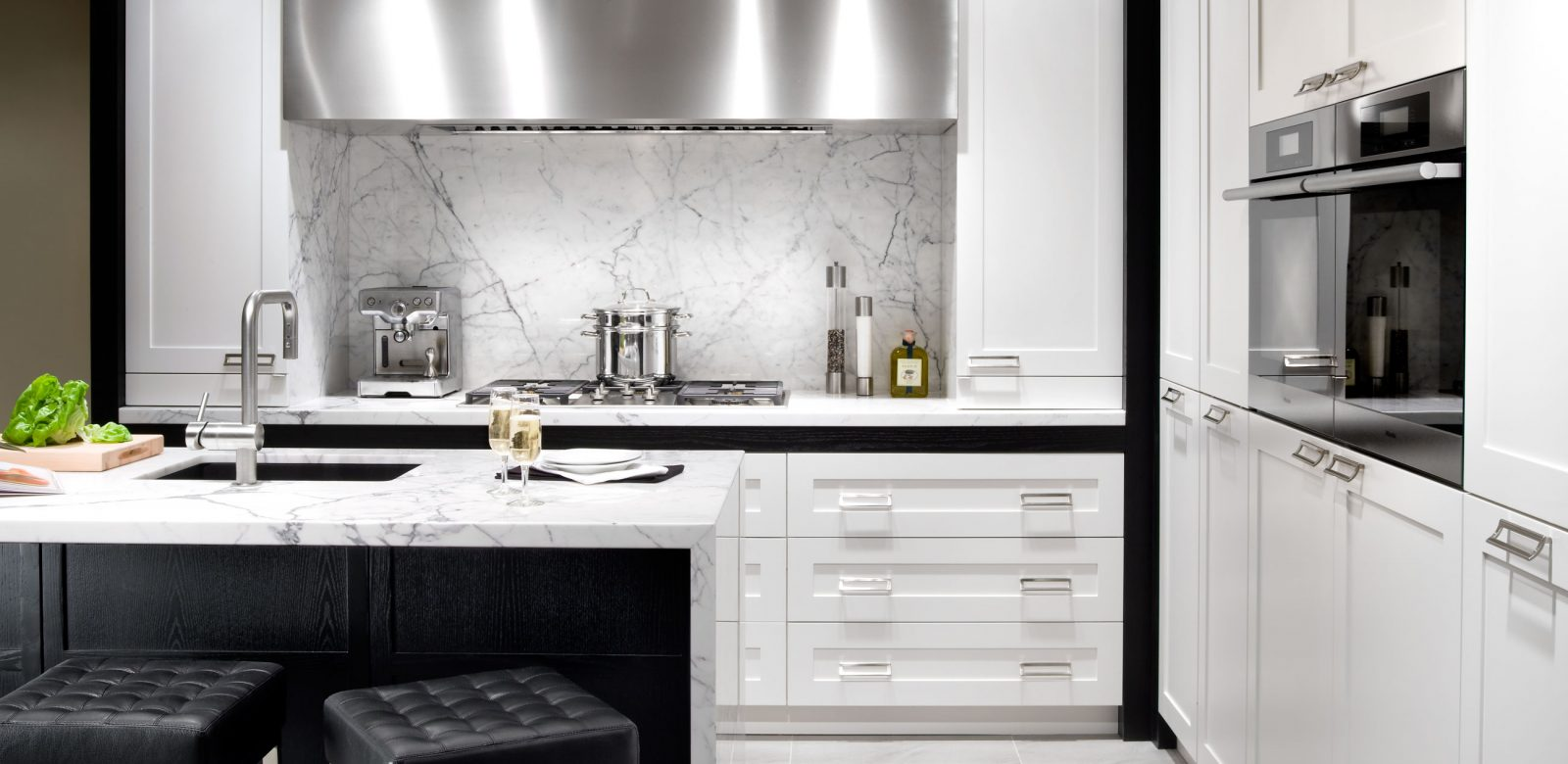 Mission Kitchen | Paris Kitchens | Kitchen and Bath Cabinetry Toronto
